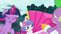Twilight Sparkle shaking herself dry S7E3