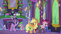 Twilight and Spike wave goodbye to Applejack S5E20