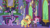 Twilight and Spike wave goodbye to Applejack S5E20