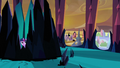 Twilight witnesses King Sombra's attack S3E02.png