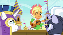 Apple Chord winking at the guards S9E4