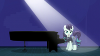 Coloratura speaking to the crowd S5E24