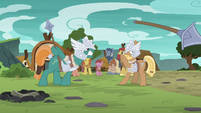 Green MH pony defeats brown MH pony S7E16