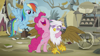 Pinkie holding Gilda uncomfortably close S5E8
