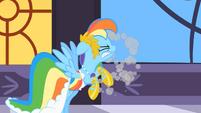 Rainbow tosses S1E26