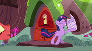 Twilight smiling in the sunrays S3E13