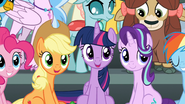 Zbliżenie na Applejack, Twilight Sparkle i Starlight Glimmer