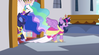201px-Twilight, Celestia, and Luna step onto the balcony S03E13