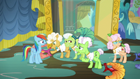 """Applesauce """"we've been waiting to be picked"""" S8E5"""