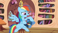 Rainbow with her snacks S4E21