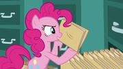 S05E19 Pinkie wyciąga teczkę