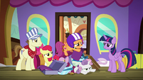 Scootaloo and Sweetie Belle in pile of luggage S8E6
