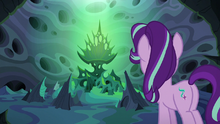 Thorax looking at Queen Chrysalis' throne S6E26