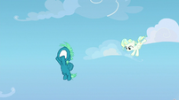 Young Vapor flying down to Sky Stinger S6E24