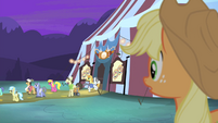 AJ sees Silver Shill run back to tent S4E20