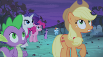 Applejack telling friends to look out S4E07