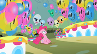 Balloons laugh at Pinkie Pie S2E1