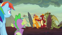Garble pushes through the group of dragons S7E25