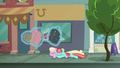 Manehattanite ponies duck under Rarity's luggage S8E4.png
