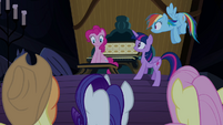 Pinkie Pie helping with her friends' -party- S4E03