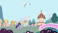 Rainbow Dash makes a loop S1E01