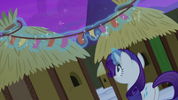 Rarity putting up Yickslurbertfest streamers S7E11