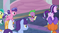 Starlight and Spike leading the students S8E1