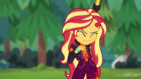 Sunset Shimmer dancing energetically CYOE11c