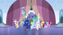 The ponies come in S6E2