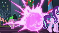 Twilight Sparkle teleports S6E8