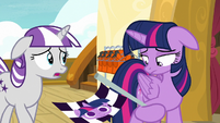 Twilight holding flag in disappointment S7E22