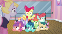 Apple Bloom smiling in a pile of dancing foals S6E4