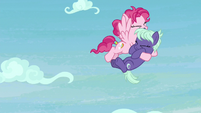 Pegasus catches Earth mare in midair S8E25