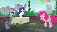 Pinkie returns to the restaurant defeated S6E3