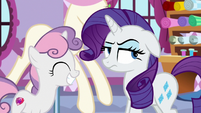 Rarity looking very annoyed at Sweetie Belle S8E12