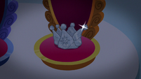 Sibling Supreme crown resting on throne S9E4