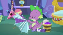 Spike blowing glitter on an umbrella MLPBGE