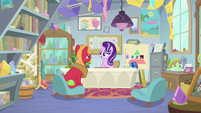 Starlight talking to Big Mac in her office S9E20