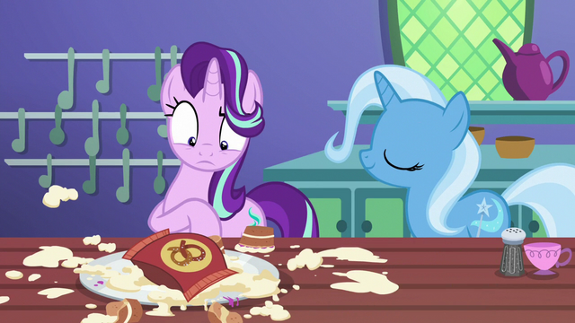 File:Trixie returns with a plain bag of pretzels S7E2.png