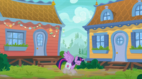 Twilight lands gracefully on the ground S9E5