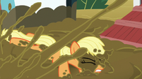 Applejack splashed with mud S6E15