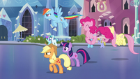 Main ponies head back to the station S03E12