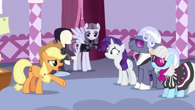 "File:Applejack ""to ponies like me, it's still black"" S7E9.png"