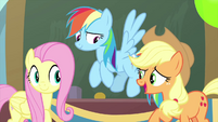 Applejack thanks Fluttershy for her help MLPS3
