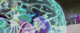 Cadance protecting Celestia and Luna MLPTM