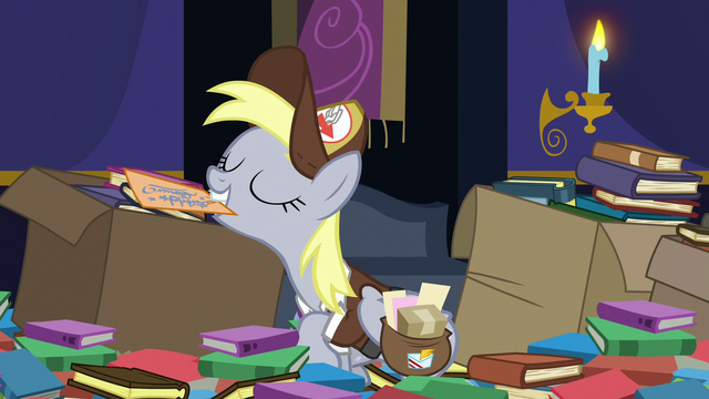 File:Derpy presenting a letter S6E25.png