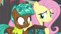 Fluttershy gives Bloofy's box to Spur S9E22