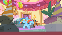 Rainbow Dash creeped out by Pinkie's party S01E25