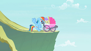 Rainbow Dash saves a foal S2E8