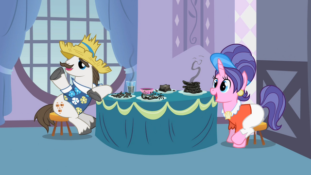File:Rarity and Sweetie Belle's parents S2E5.png